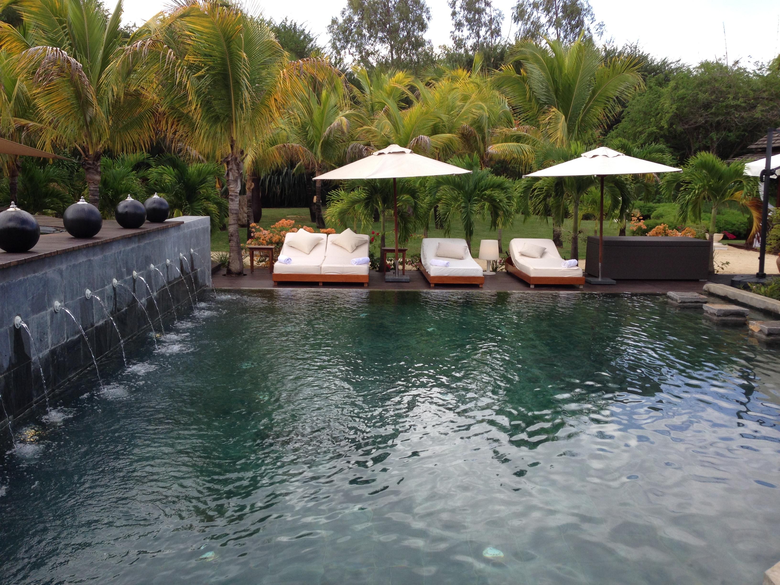 Swimming pool villa 74 tamarina mauritius for Swimming pool mauritius